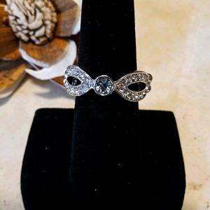 Paparazzi Ring/ Silver with white cz
